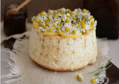 Angel Food Cake de Manzanilla, Limón y Miel